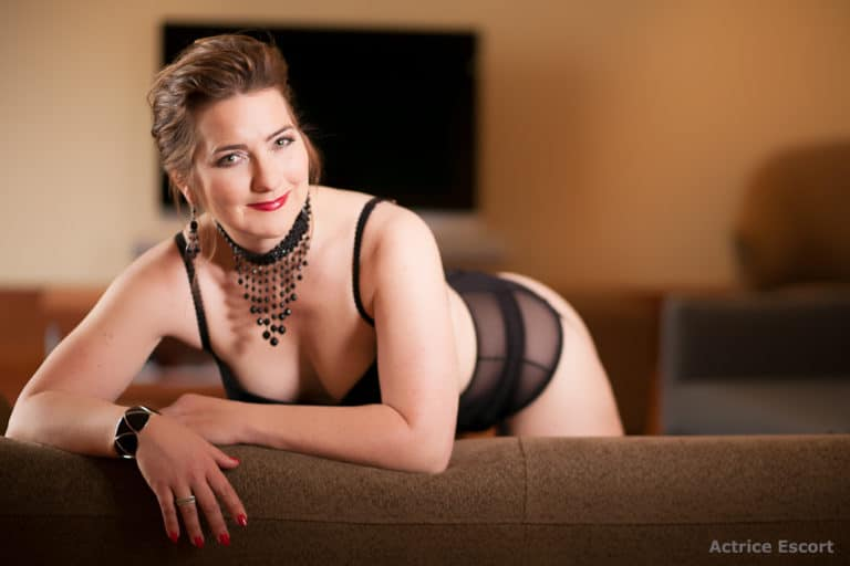 Cathy Escortserice Mallorca und Hamburg schwarze Dessous