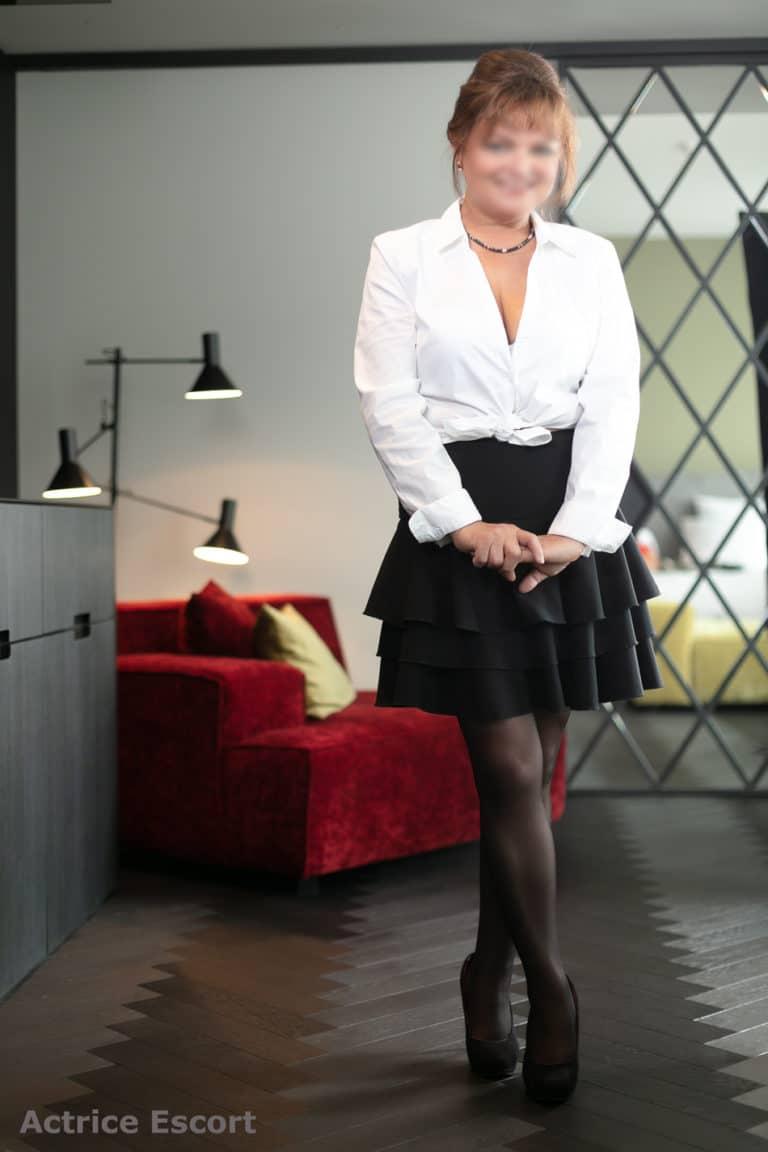 Escort Dame Bea aus Neheim verspieltes Outfit