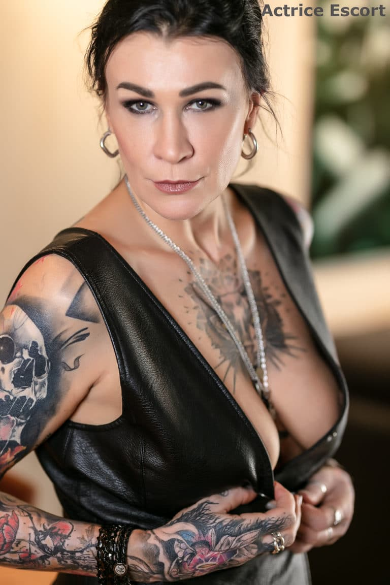 Shanna Escortservice Giessen Leder Outfit