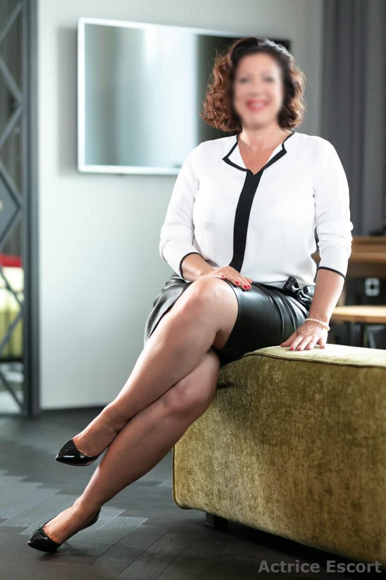 Vanessa Escortservice Hamburg Business Outfit