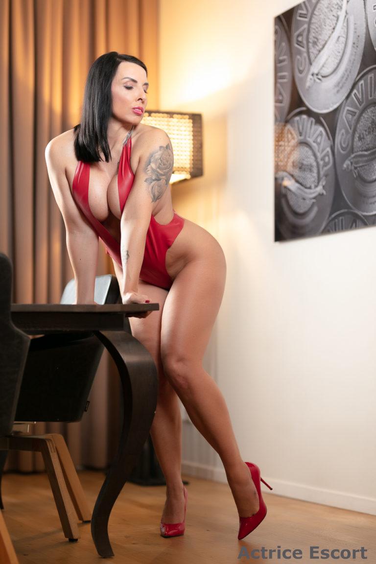 Lucy Escort Dame Darmstadt sexy Latexbody