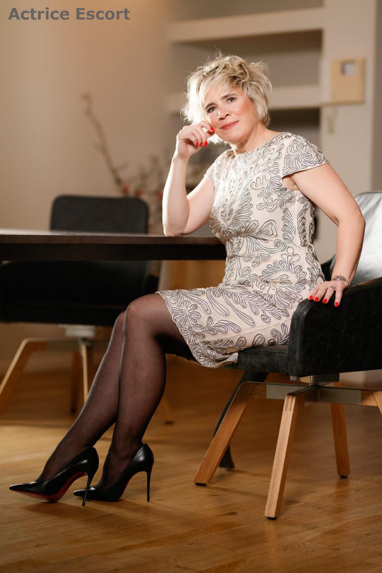 Julia Escortservice Frankfurt elegantes Cocktailkleid