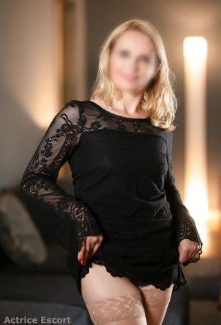 Claire-Escortservice-Berlin schwarzes Kleid