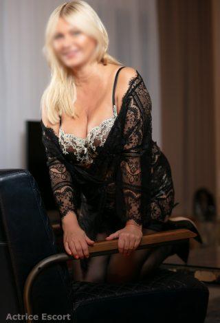 Escort Dame Linda aus Berlin bezauberndes Lächeln