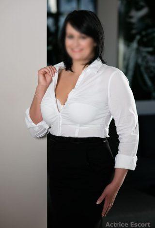 Escort Dame Maila aus Jena Sekretärinnen Look